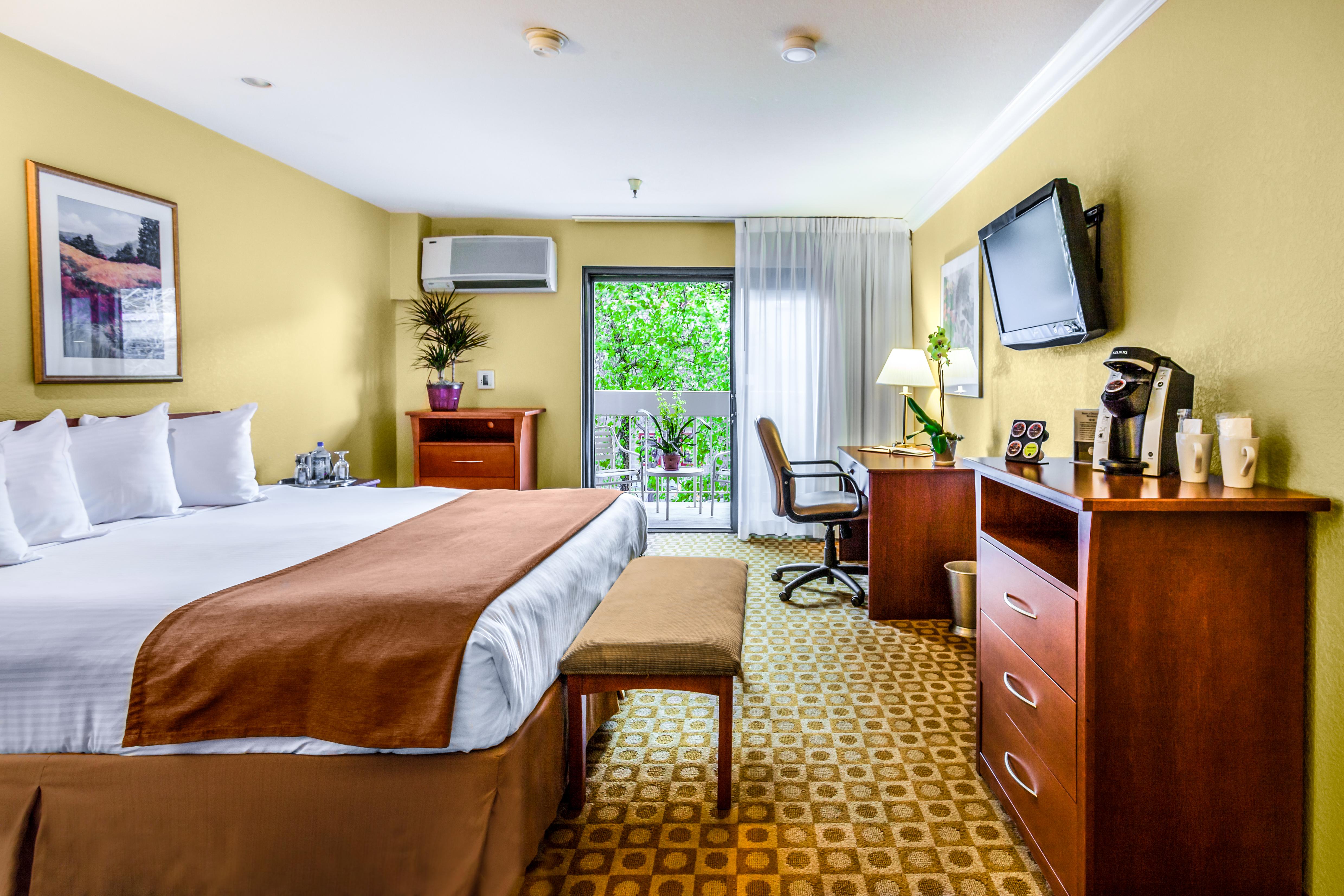 Hallmark-Inn-Room.jpg