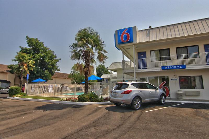 Motel-6-Woodland_sm